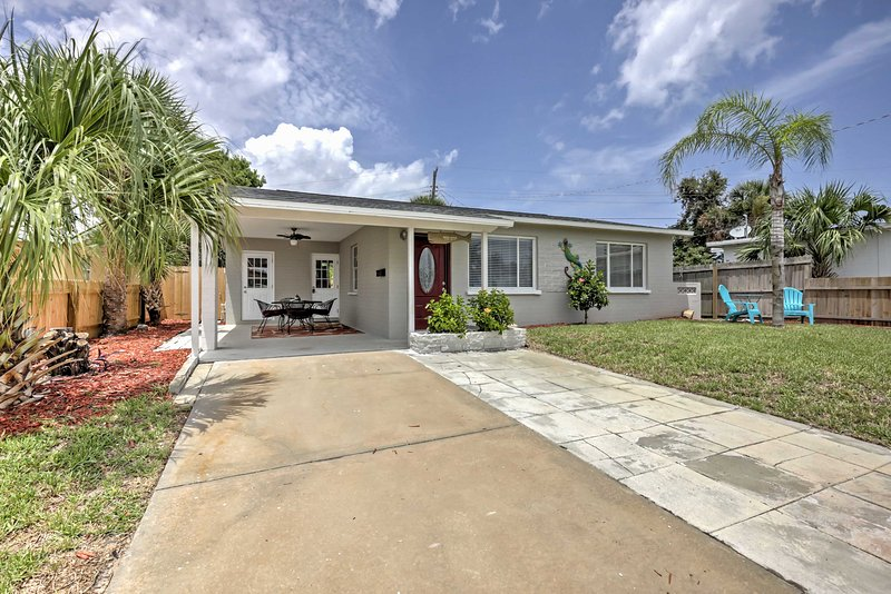 Find your paradise at this 2-bedroom, 1-bath Ormond Beach vacation rental home.