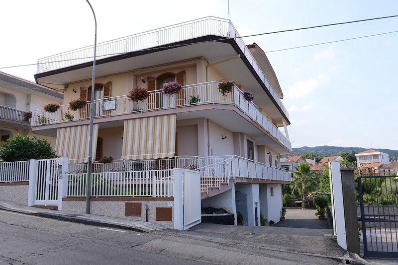 ' B&B Le Tre Rose Dell'Etna', holiday rental in Zafferana Etnea