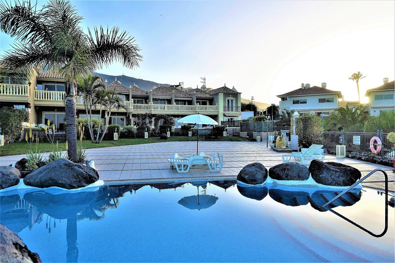 Lovely holiday apartment with pool, Wi-Fi + garage Free – semesterbostad i Puerto de la Cruz