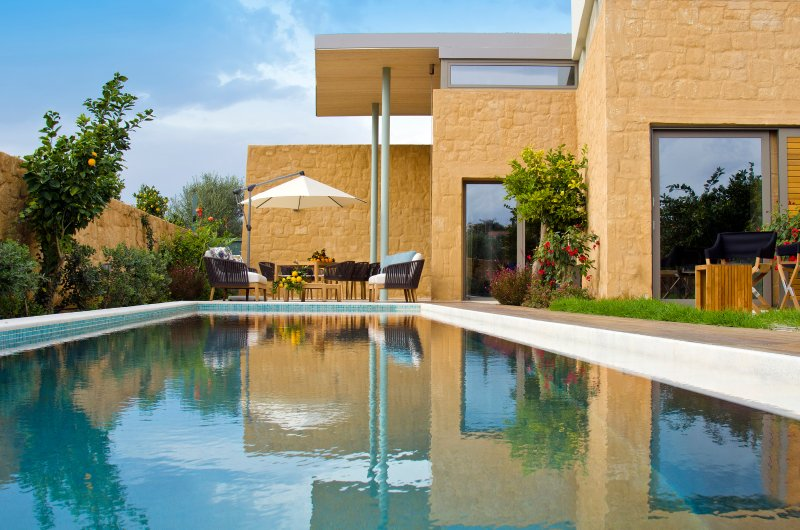 Award-winning 3 bedroom villa with private heated pool in very high standards, holiday rental in Kontomari