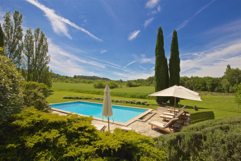 Beautiful artist's farmhouse in Provence, holiday rental in Roussillon
