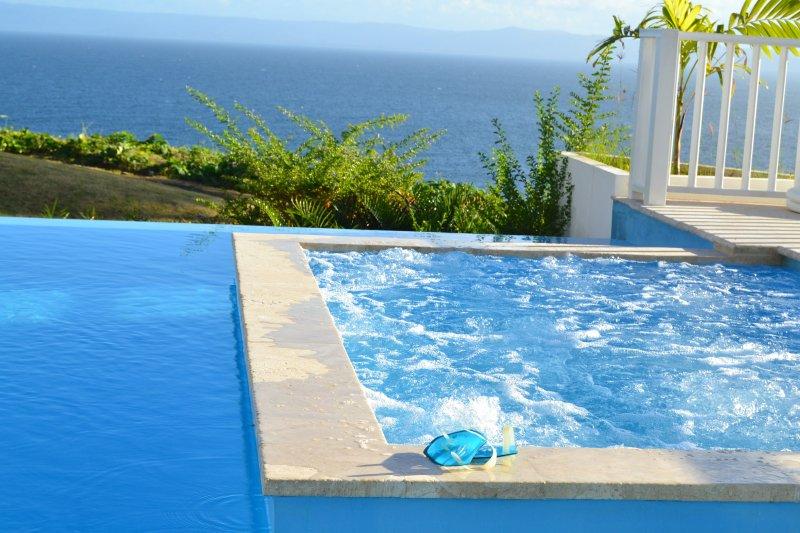 2 piscinas com jaccuzi. Acesso livre