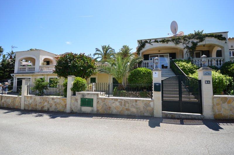 Very luxurious villa in Alcudia (Bonaire) with private pool en seeview., casa vacanza a Alcúdia