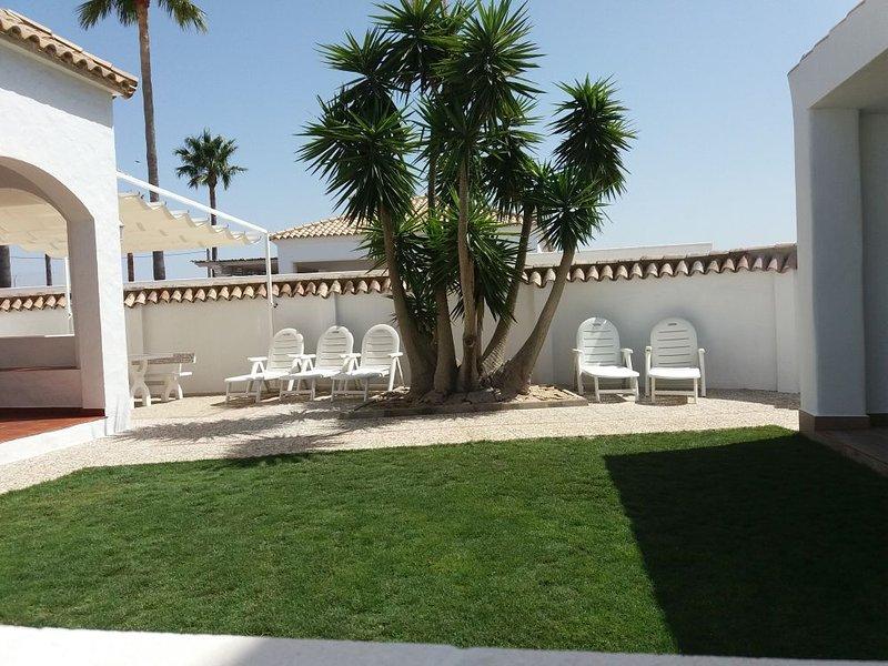 Casa Rural de 3 dormitorios a 150 metros de la playa El Palmar, costa de Cádiz., holiday rental in El Palmar de Vejer