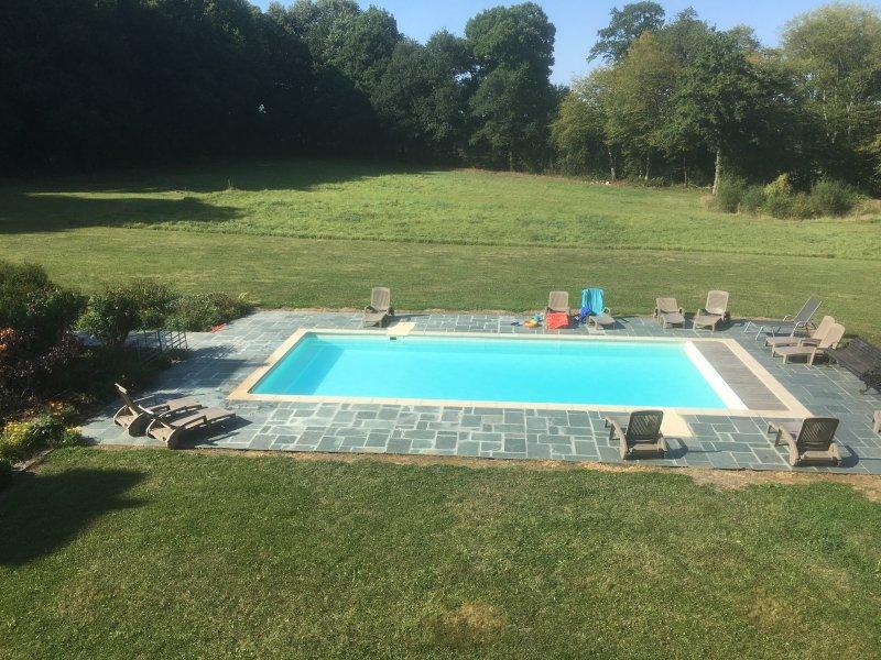 zwembad met zout water - verwarmd in de zomer