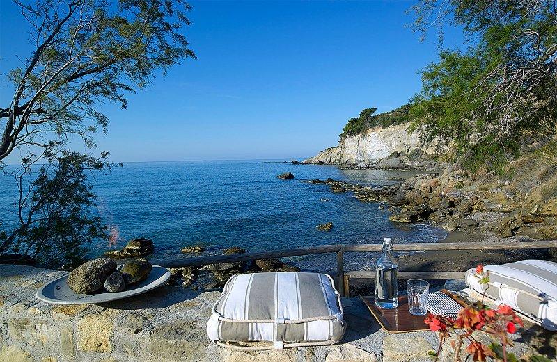 Beachfront Villa on Crete , Villa Kali Skia - 3 metres from Private Bay, casa vacanza a Ferma