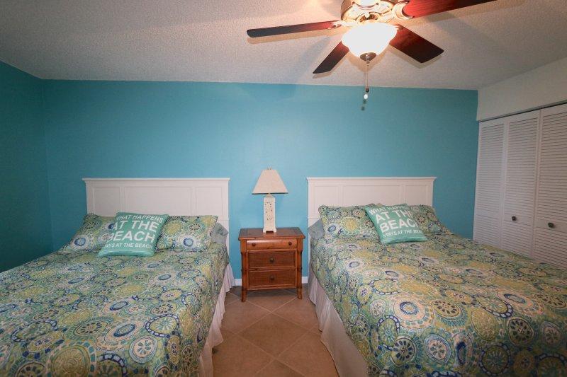 2 lits queen dans la chambre spacieuse
