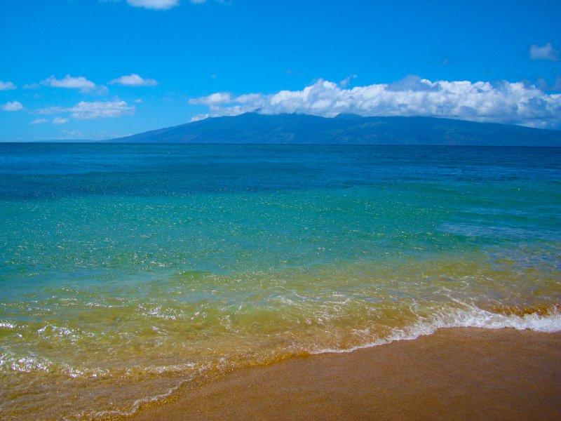Nossa praia com ilha Molokai no fundo