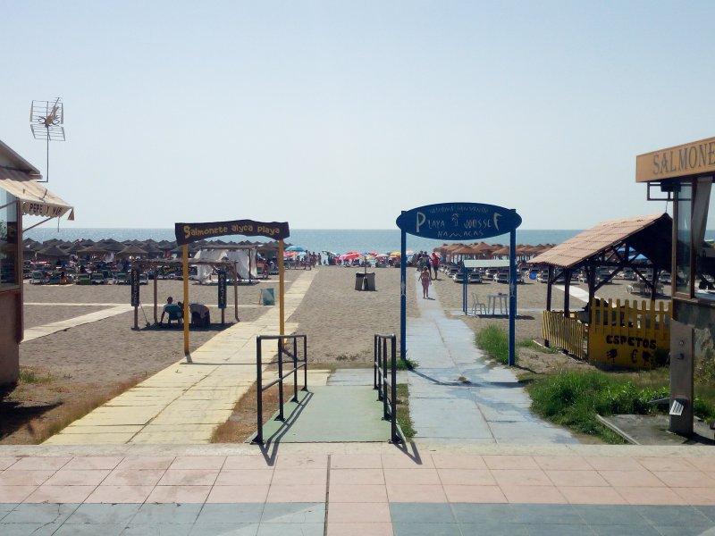 acesso à praia a 100 metros do alojamento