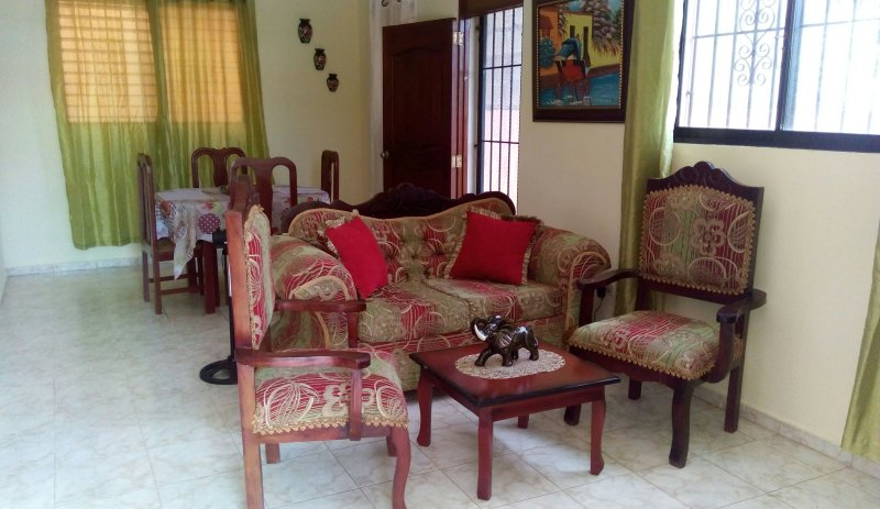 Comfy apartment in quiet suburb. Great for couples!, holiday rental in Santiago Province