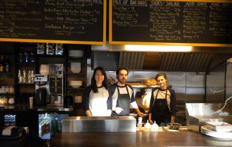 Proprietários e chef do Mile One Eating House.under Pemberton gateway Vilage Suites Hotel