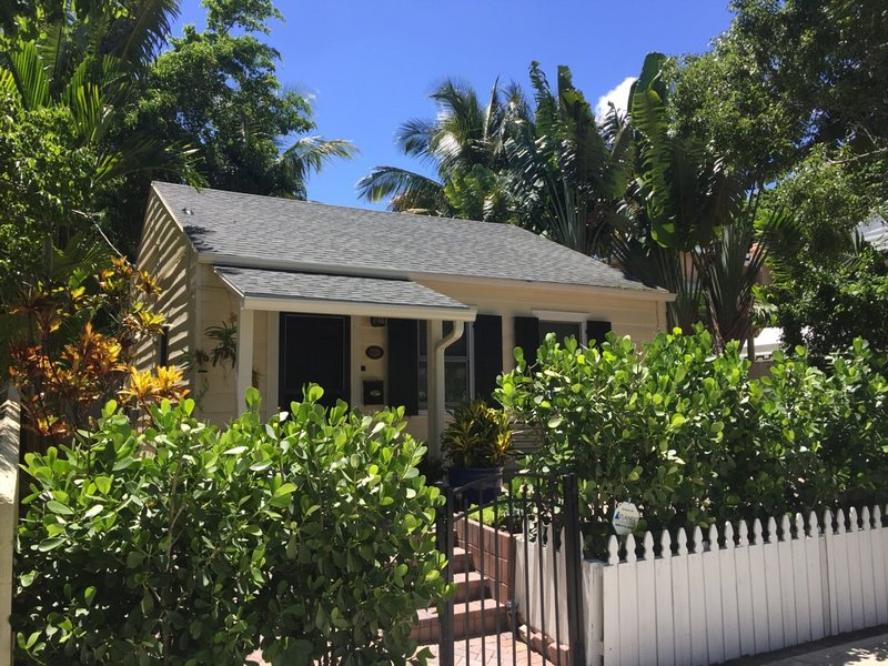 Flamingo Cottage Vacation Rental, vacation rental in West Palm Beach