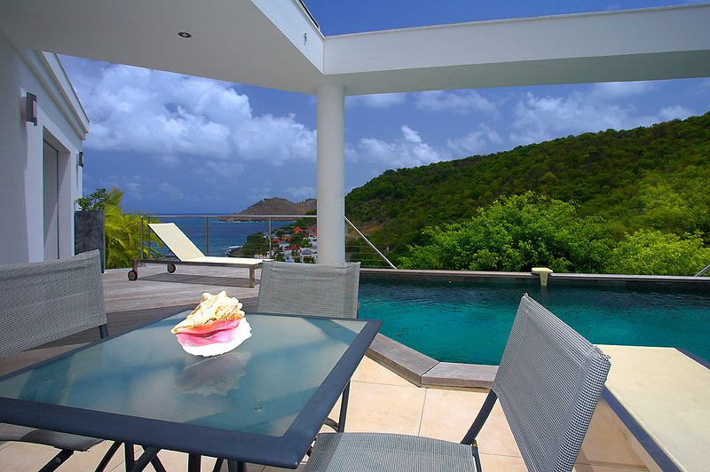 Villa Triagoz, a perfect two bedroom villa above the bay in Flamands, holiday rental in Anse des Flamands