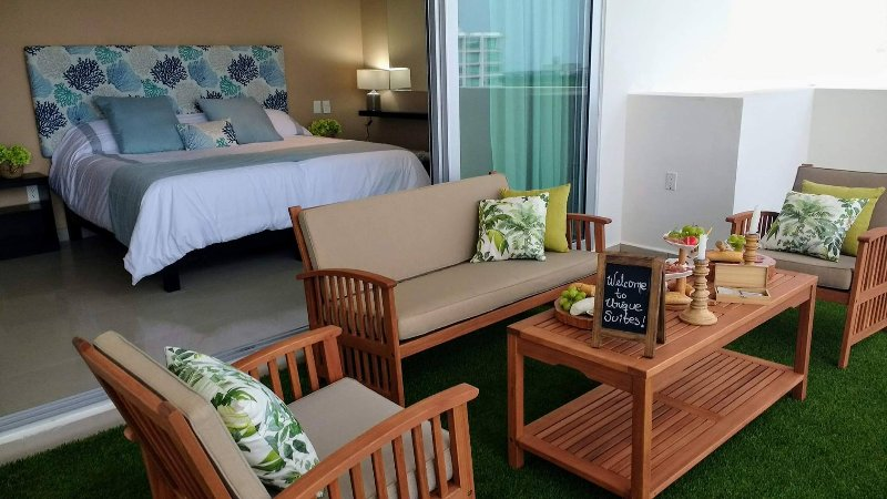 2 bedroom apartment with beautiful view above the best shopping mall in Cancun, holiday rental in Cancun