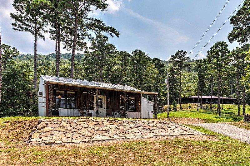 'Sardis Serenity' 1BR Clayton Cabin w/ Lake View!, holiday rental in Tuskahoma