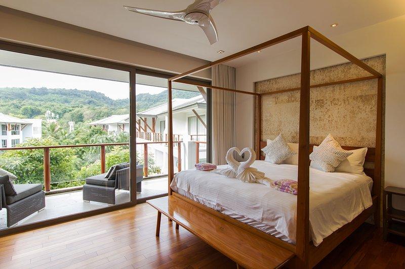 Beachfront Penthouse in Tropical Surroundings, vakantiewoning in Nai Thon