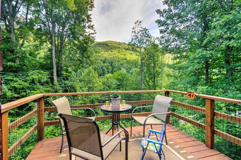 Évadez-vous dans les Smoky Mountains dans ce cottage de vacances à louer à Fontana!