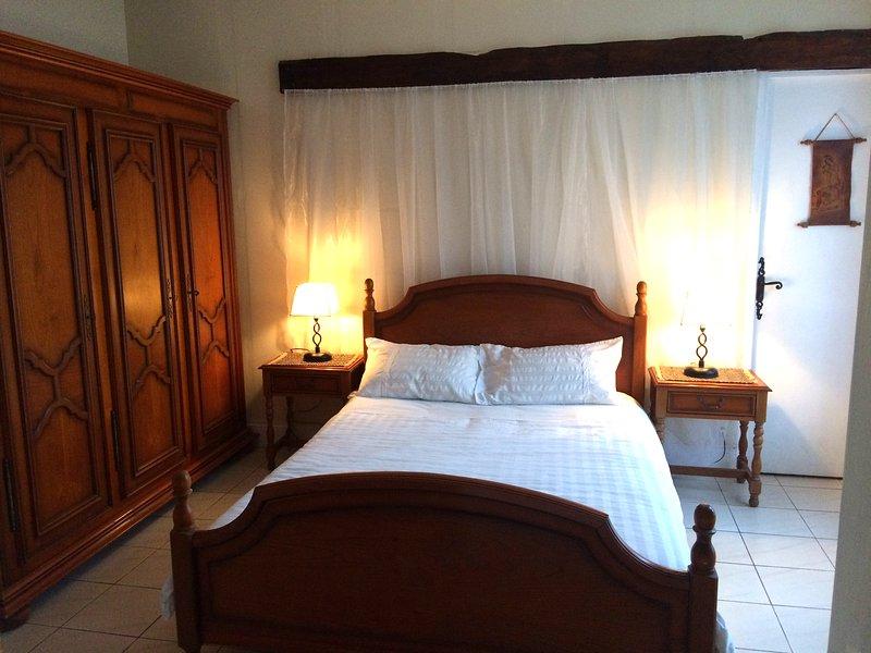 O segundo quarto de casal, aconchegante e acolhedor e com grande armazenamento.