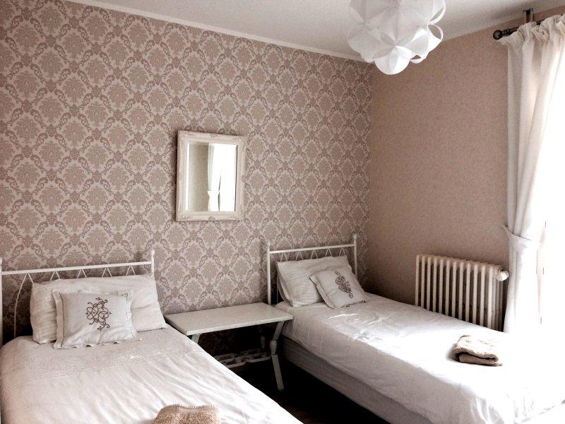 O terceiro quarto, que pode ser configurado como um quarto duplo com duas individuais (como mostrado) ou como um duplo