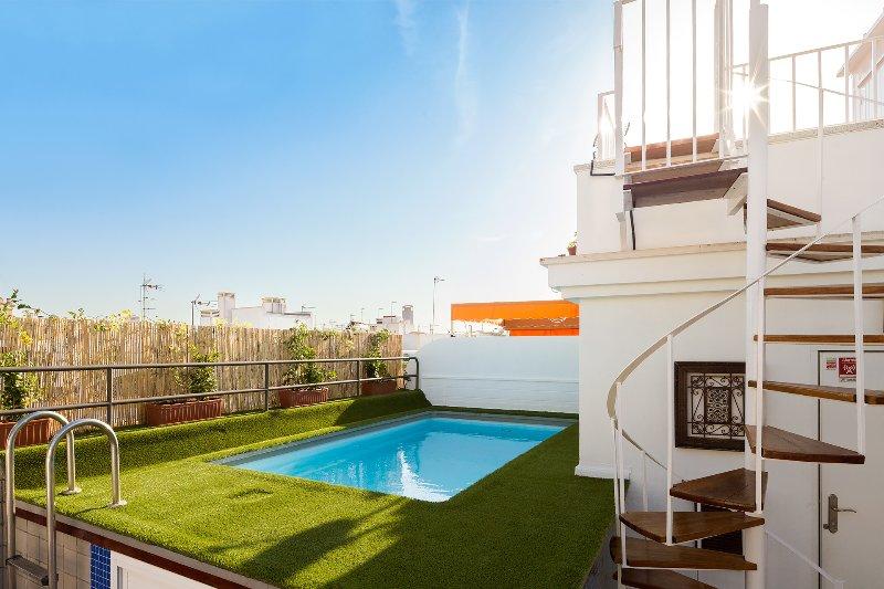 Relator Terrace. 3 bedrooms, 3 bathrooms, terrace & private pool, vacation rental in Brenes