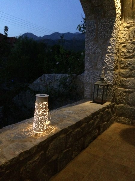 Stone house full equipped, wifi, near the beach beautiful view, quite, location de vacances à Agios Nikolaos