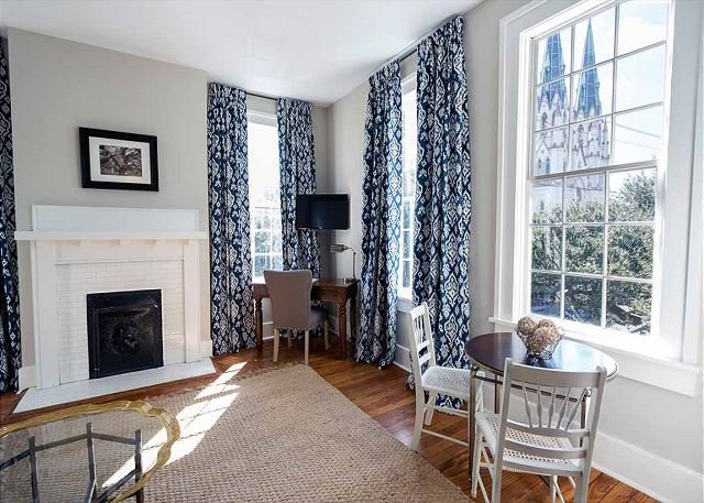 Flexible Refund Policies: Cathedral Views & High Ceilings on Liberty, vacation rental in Savannah