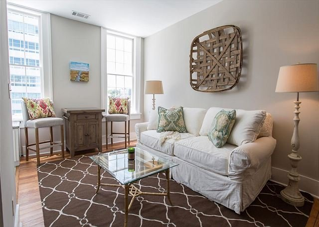Flexible Refund Policies: One Bedroom on Liberty Street w/ King Bed, vacation rental in Savannah