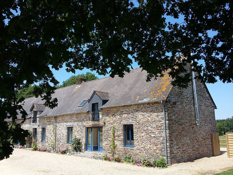 Beautiful stone gite in rural Brittany, vacation rental in La Gacilly
