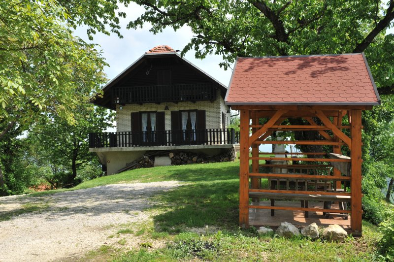 Vineyard Cottage Vrbekova Gorca, vacation rental in Tuhelj