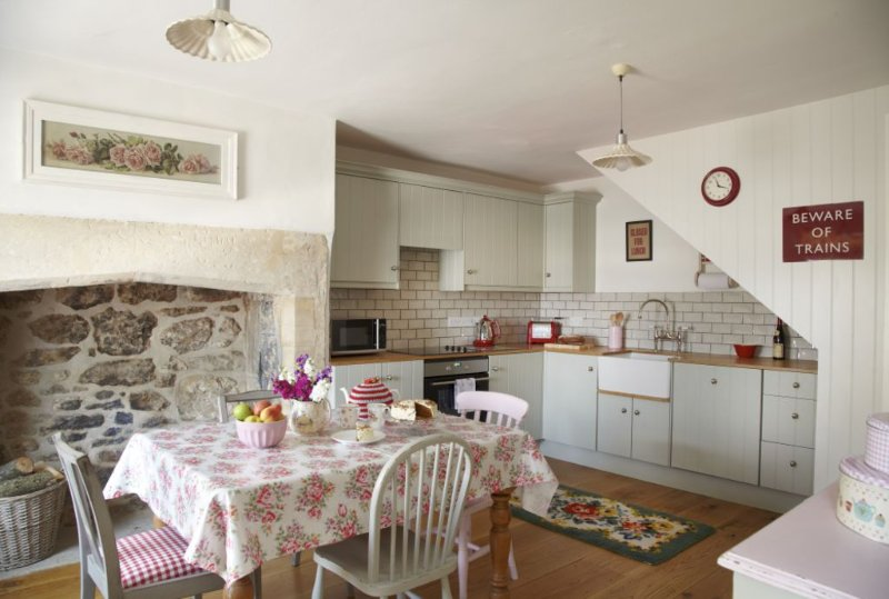 Bridge Cottage, a lovely Grade II listed cottage in a central location., holiday rental in Winsley