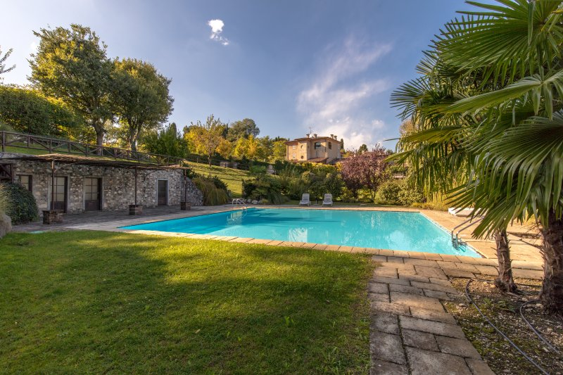 PEARL 3 Charming apartment 2 bedrooms - Private garden - Pool, vakantiewoning in Castiglione Delle Stiviere