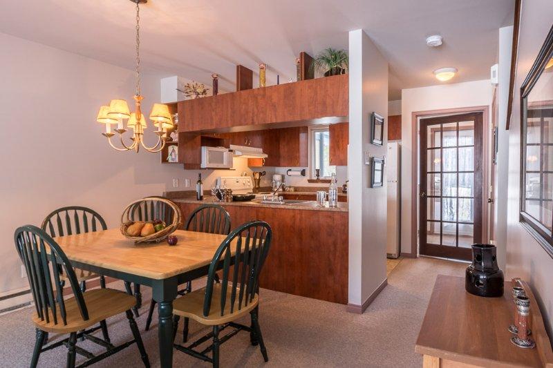 O jantar e área de cozinha totalmente equipada Área disponível para todas as suas necessidades durante a sua estadia