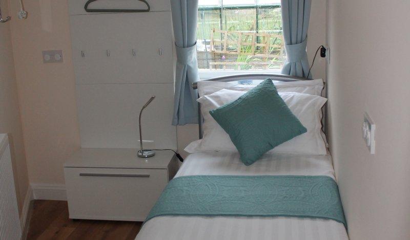 Single bedroom 2ft 6' bed