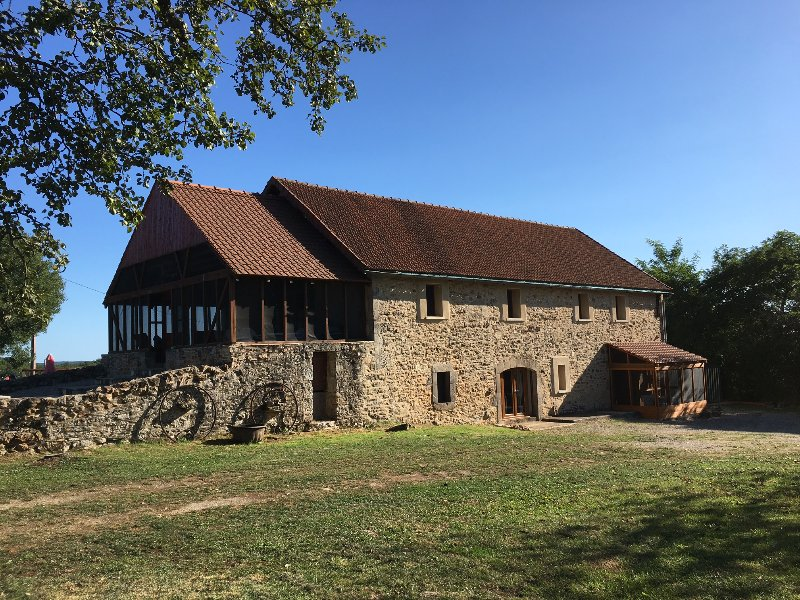 Lovely stone barn tastefully restored with 5 bedrooms and a private plunge pool, holiday rental in Theminettes