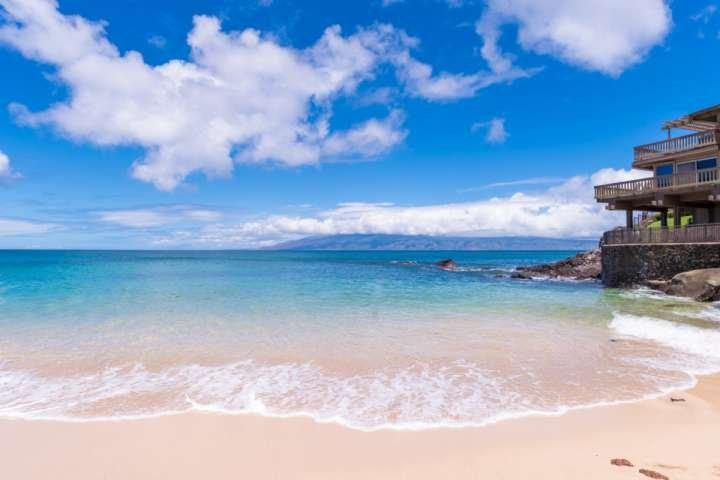 Secluded sandy beach of Keoni Nu'i Bay - Welcome to Kahana Sunset!