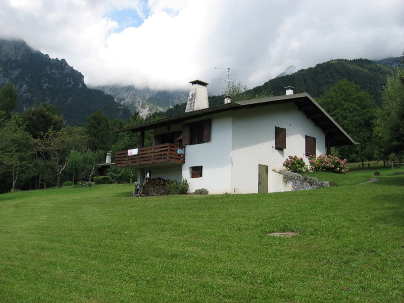 >Chalet di montagna, vacation rental in Umin