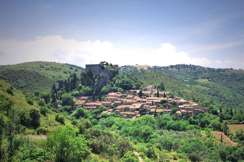 Castelnou pueblo medieval en el corazón de Aspres salvaje.