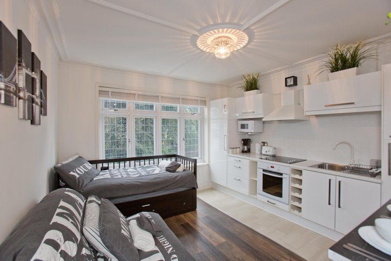 Stylish Studio* 17 minutes to Centre!, vacation rental in London