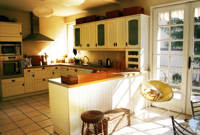 A cozinha, totalmente equipada com tudo que você precisa para sua estadia.