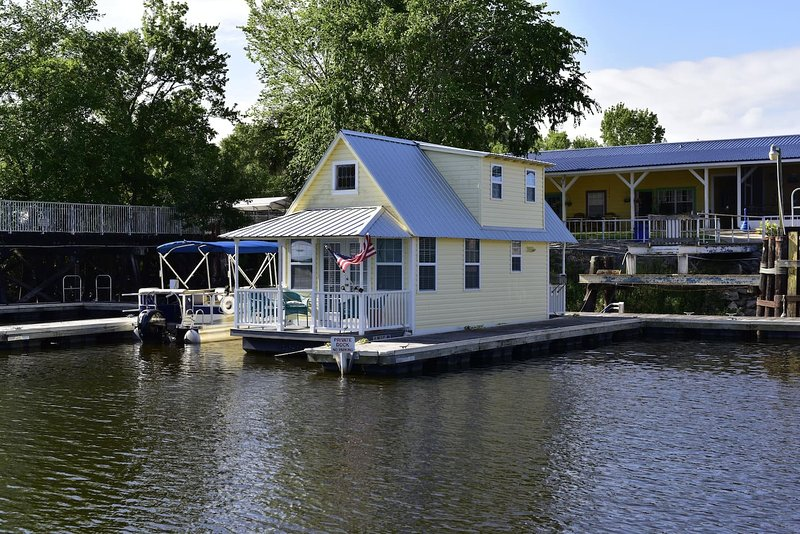 welcome to Floating Cottage