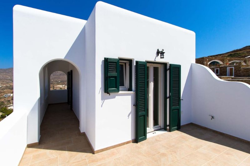 Aegean Villas Ios: Villa Hope, holiday rental in Milopotas