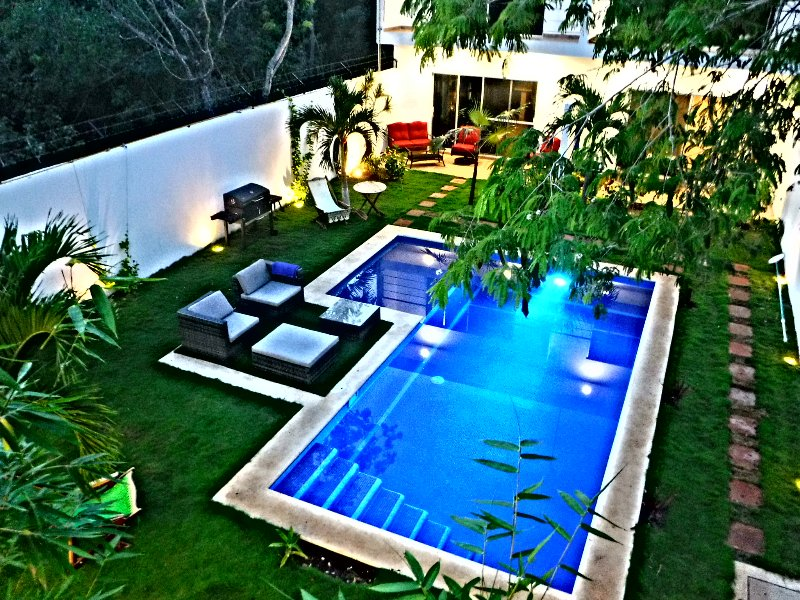 Garden and swimming pool for our apartments.