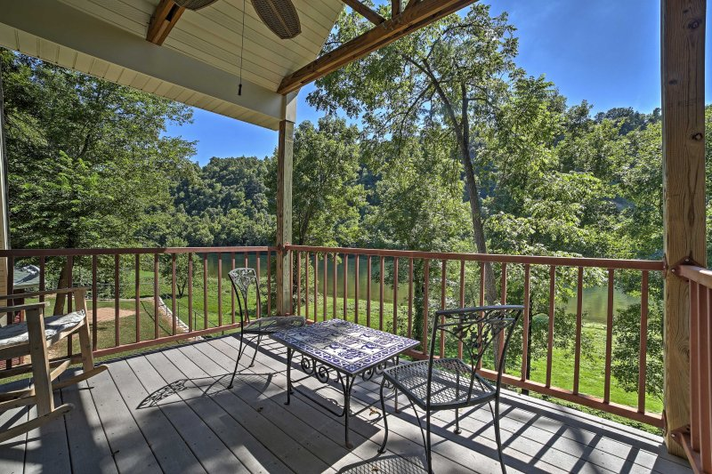 Flippin House - A Fisher's Paradise on White River, holiday rental in Lakeview