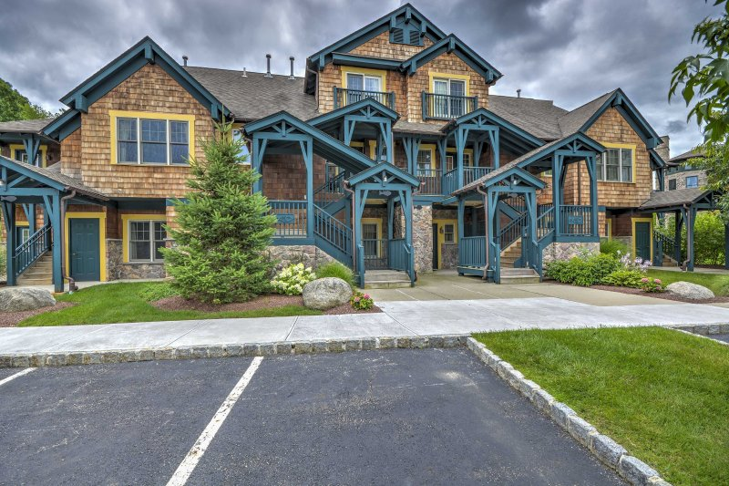 Peaceful Resort Condo < 12 Mi to Warwick Wineries!, alquiler de vacaciones en Johnson