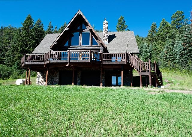 Awesome Cabin on 37 Acres - Amazing Views - Hot Tub, Firepit and Ping Pong, holiday rental in Bayfield