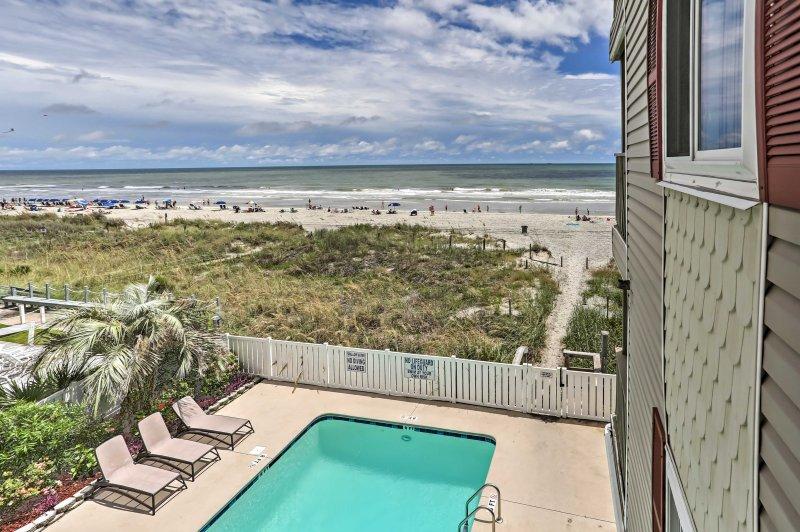 Com tanto uma piscina e uma entrada praia privada, este é o local prefeito para experimentar tudo o que a costa Carolina do Sul tem para oferecer!