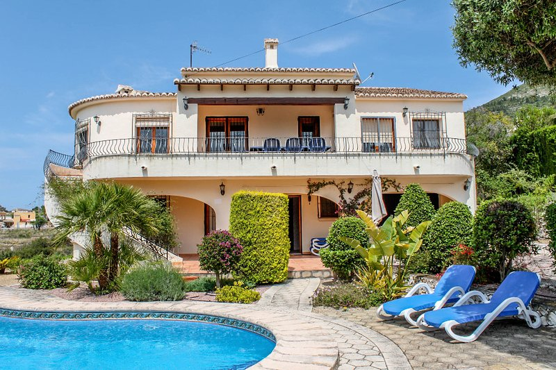 Nessa - well furnished villa with panoramic views in Benitachell, location de vacances à Benitachell