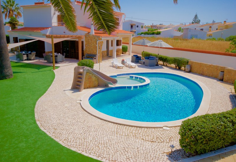 Amazing 6 Bedroom Villa with Pool & Toddlers Pool, alquiler de vacaciones en Faro District