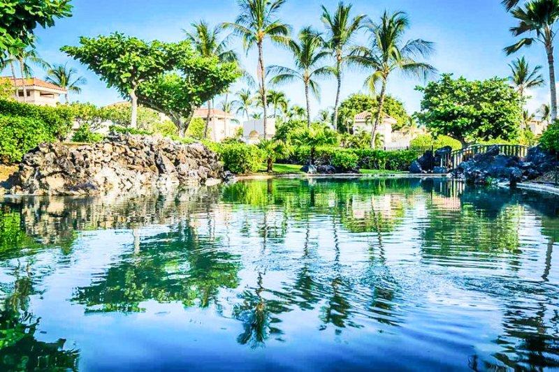 Vacker lagun utsikt från rymliga Lanai