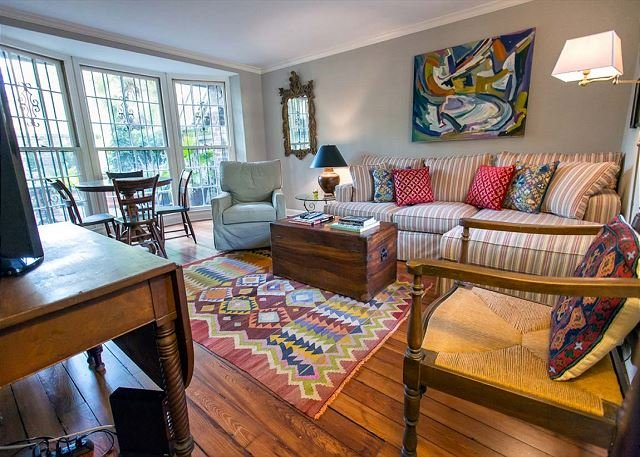 Flexible Refund Policies: Off of Calhoun Square w/ Courtyard, vacation rental in Savannah